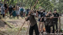 Menparekraf Sandiaga Salahuddin Uno, menyambangi Desa Wisata Sangiran yang terletak di Desa Krikilan, Kabupaten Sragen, Jawa Tengah, Sabtu (9/10/2021). FOTO: Biro Komunikasi Kemenparekraf/Lingkar.co