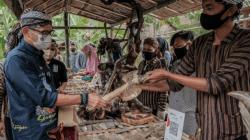 Menparekraf Sandiaga Salahuddin Uno, saat memngunjungi Desa Desa Wisata Sangiran, di Desa Krikilan, Kabupaten Sragen, Jateng, Sabtu (9/10/2021). FOTO: Biro Komunikasi Kemenparekraf/Lingkar.co