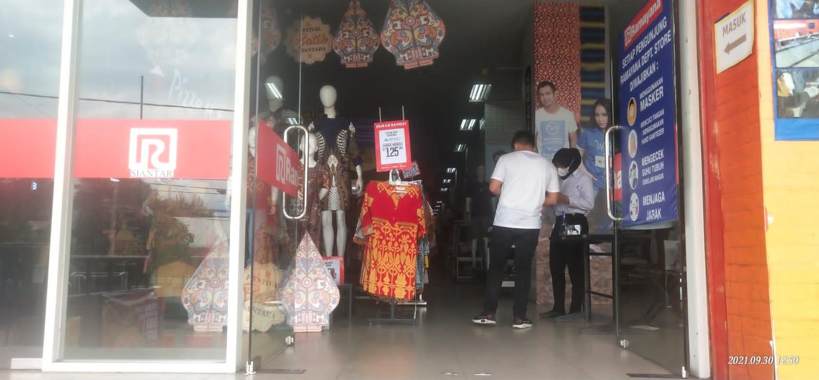 Ramayana, pusat perbelanjaan terbesar di Pematangsiantar, Jumat (1/10/2021). FOT): Matius Gea/Lingkar.co