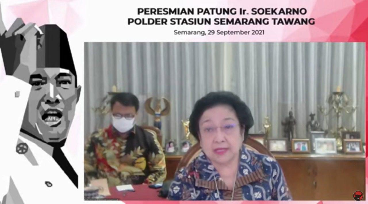 Ketua Umum PDI Perjuangan, Megawati Soekarnoputri, dalam peresmian patung Ir Soekarno, di Polder Stasiun Semarang Tawang, Kota Semarang, secara virtual, Rabu (29/9/2021) sore. FOTO: Tangkap Layar/Lingkar.co