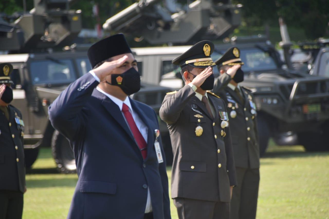 Wagub Jateng, Taj Yasin Maimoen, mengikuti upacara peringatan HUT Ke-76 TNI, di Lapangan Makodam IV/ Diponegoro, Selasa (5/10/2021). FOTO: Ist/Lingkar.co