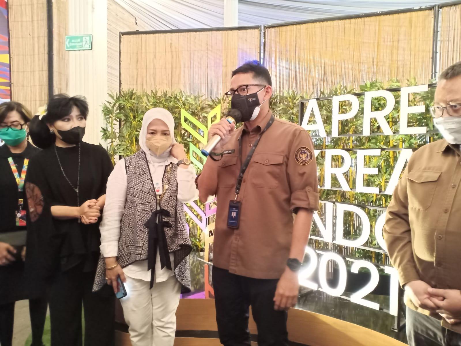 Menteri Pariwisata dan Ekonomi Kreatif (Menparekraf) Sandiaga Uno saat jumpa pers di kawasan PRPP Kota Semarang, Jawa Tengah, Rabu (6/10/2021). REZANDA AKBAR D/LINGKAR.CO