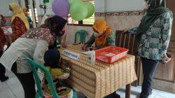 NISA HAFIZHOTUS SYARIFA / LINGKAR JATENG MENILAI: Tim juri sedang menilai Posyandu Melati 5 di Desa Getas Pejaten, Kecamatan Jati, Kabupaten Kudus, Rabu (6/10).