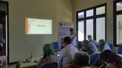 SOSIALISASI: Kasi P2PM DKK Kudus, Nuryanto tengah memberikan sosialisasi dan edukasi terkait penyakit Frambusia di Balai Desa Ngemplak, Kecamatan Undaan, Kamis (7/10).